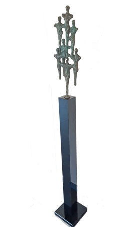 Granieten zuil met een bronzen sculptuur